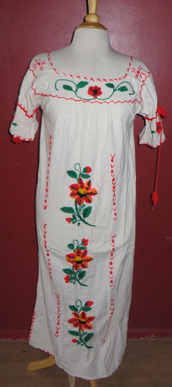 Vintage Muslin Cotton Folkloric Mexican Embroidere
