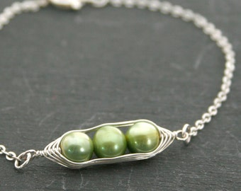Pea pod bracelet with green freshwater pearls //  pea pod jewelry, gift for sister, best friend, gift for her // great gift for mom