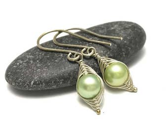 Pea pod earrings //  A pea in a pod pearl earrings   Pea pod jewelry, gift for sister, or best friend // great gift for mom