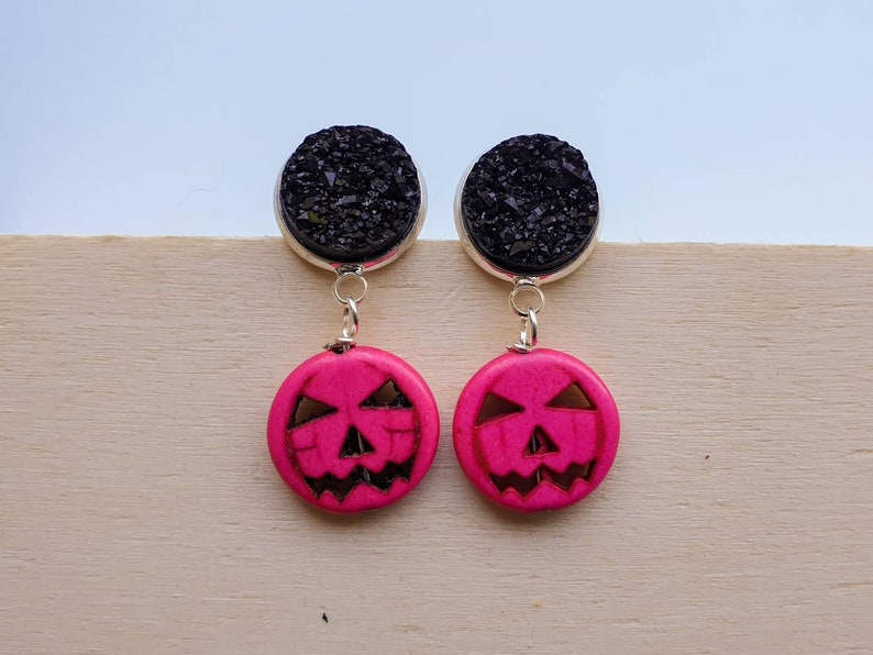 Pumpkin Halloween Jack O Lantern earrings in hot pink with image 0
