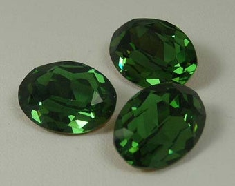 Vintage Oval Olivine Glass Stones 18 x13mm