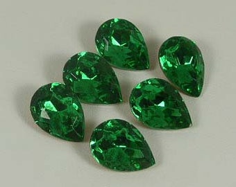Vintage Emerald Teardrop Foiled Stones 18 x 13mm