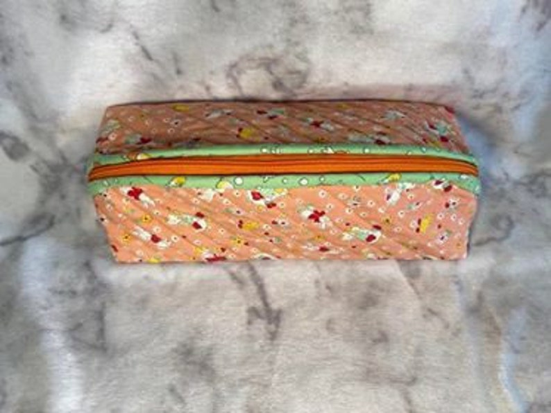 1930/'s Repro Peach and Green Quilted Long Rounded Top Zipper Pouch