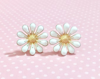 White Daisy Stud Earrings, Bohemian Retro, Hippie Flower Power, Enameled Metal, 19mm, Gold Accents (SE11)