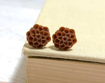 Small Little Brown Chrystanthemum Mum Flower Stud Earrings with Surgical Steel Posts (SE18)