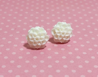Small Little White Chrystanthemum Mum Flower Stud Earrings with Surgical Steel Posts (SE18)