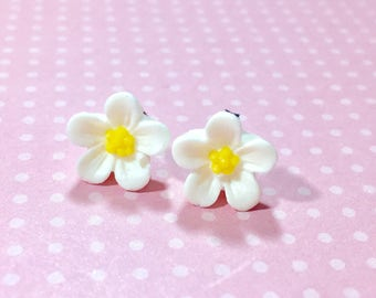 White Daisy Studs, White Flower Earrings, Flower Girl Earrings, Sensitive Ear Studs, KreatedByKelly (SE3)