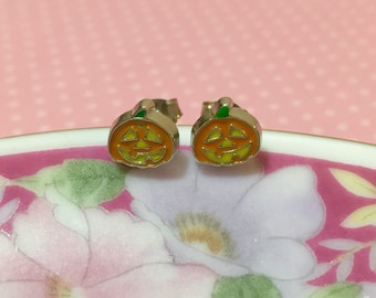 Jack-O-Lantern Stud Earrings, Orange Pumpkin Earrings, Tiny Enameled Metal Pumpkin Studs, Halloween Pumpkin Earrings, Smiling Pumpkin Studs