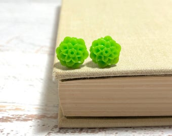 Small Little Lime Green Chrystanthemum Mum Flower Stud Earrings with Surgical Steel Posts (SE18)