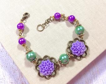 Lavender Floral Bracelet, Spring Flower Bracelet, Purple Mum Bracelet, Pearl Bracelet,  Lavender Flower Bracelet, KreatedbyKelly