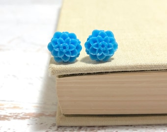 Small Little Sky Blue Chrystanthemum Mum Flower Stud Earrings with Surgical Steel Posts (SE18)