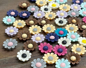 Lot of Colorful 13mm Resin Daisy Flower Cabochons Flatbacks