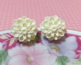 White Flower Earrings, Bridesmaid Gift Earrings, Off White Wedding Earrings, White Mum Studs, Surgical Steel, White Flower Studs (SE5)