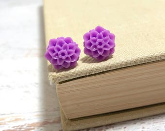 Small Little Violet Purple Chrystanthemum Mum Flower Stud Earrings with Surgical Steel Posts (SE18)