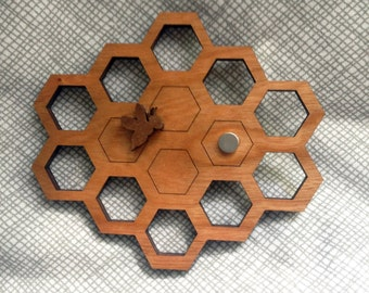 Honeycomb and Bee - Embroidery floss organizer cherry