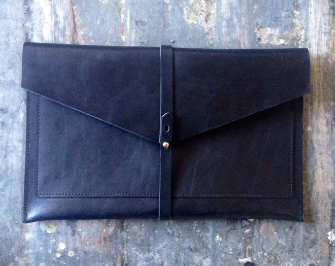 Flat portfolio clutch
