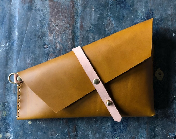 Spring holster clutch in ochre and pink