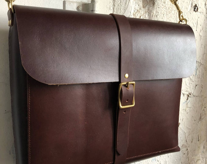 Walkabout bag in cherry