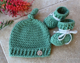 Pure Cotton Green Baby Booties & Top Knot Beanie, Green with cotton ties for stay on booties,  Crochet beanie, Crochet booties, NB - 12 mths