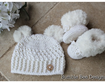 Crochet baby booties & hat, White fur booties, , baby booties, fur shoes, moccasins, Unisex, white teddy bear hat,  0-6 months, baby shower