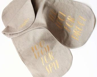 Too legit! Funny Burp cloth set. Burp cloths set. Light Gray burp cloth. Cool new mom gift. Perfect gift for light gray nursery!