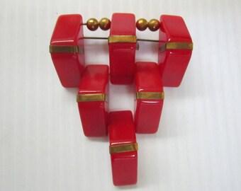 Vintage red bakelite hinged brooch C40's