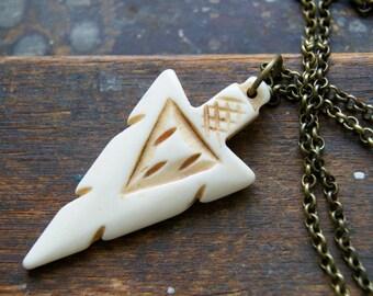 10 Pc Large 3.1 Arrowhead Bone Pendant with Brass Cap Ivory White Finish Amulet 79mm wholesale Bone Pendant TP135W-10