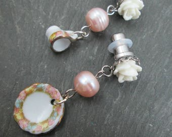 Dangle Plugs - 10g - 8g - 6g - 4g - 2g - 0g - Tea Cup Plugs - Rose Gauges - Tea Cup and Saucer - Tea Time Plug Earrings - Pink Pearl Gauges