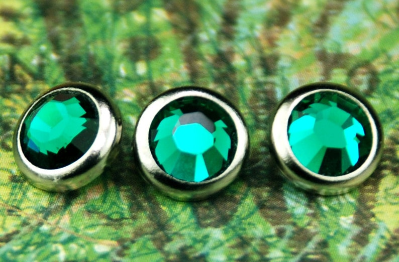 10 Emerald Crystal Hair Snaps  Round Silver Rim Edition  image 0