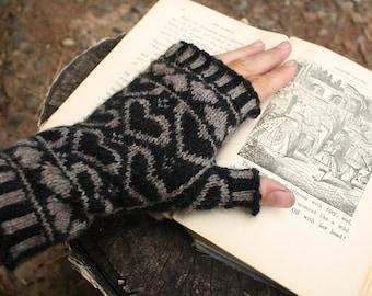 PDF Knitting Pattern - Queen Of Hearts Fingerless Gloves