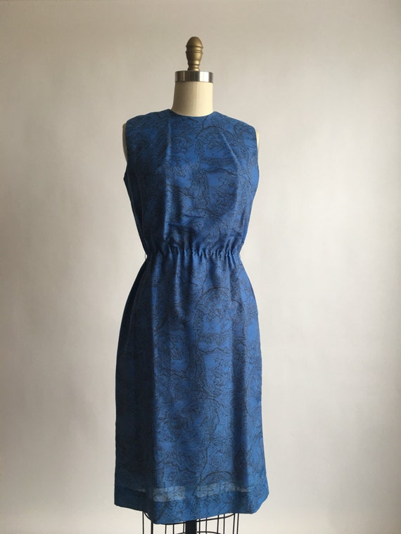 1960s Blue Bombshell Exotic Toile Print Sheath Dre