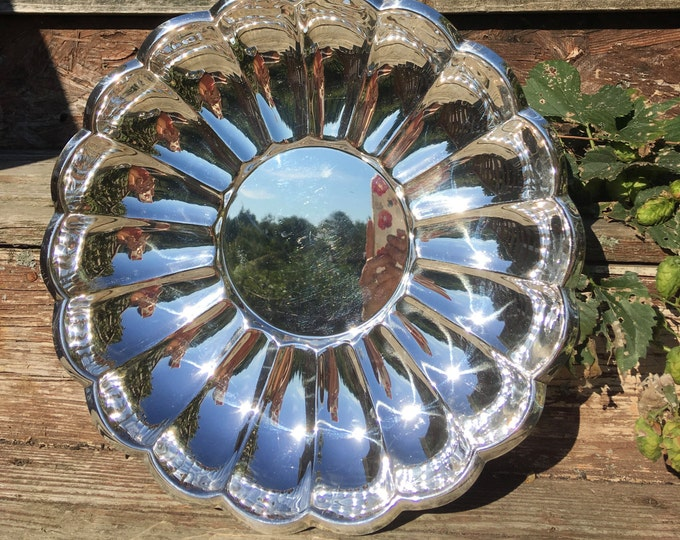 Vintage Scalloped Towle Silver Plate Tray Platter Large Round Tray Towle Silversmith Serving Tray Centerpiece Decorative Tray