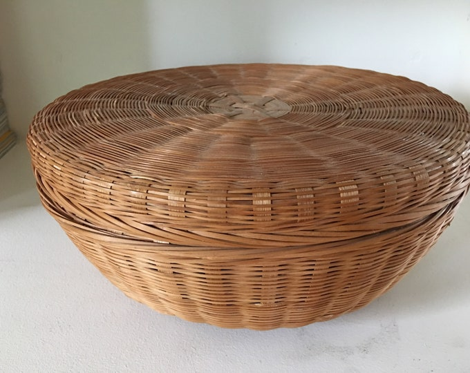 1930's Era Native American Round Sewing Basket Natural Sweetgrass Woven Basket Fitted Lid Tapered Bottom Brown