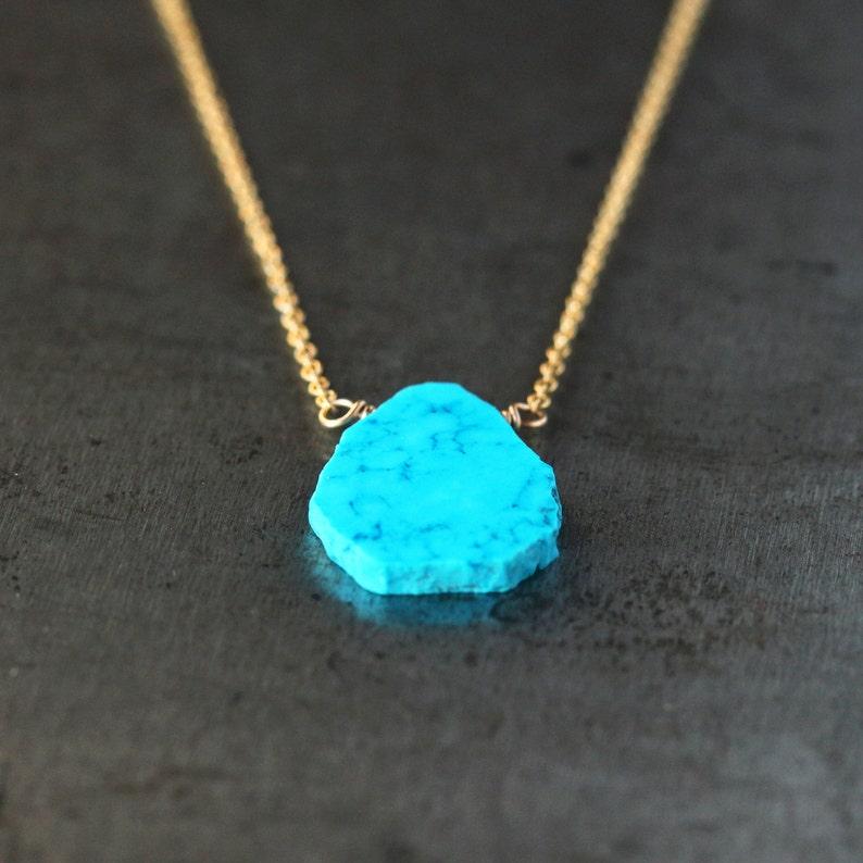 04c8d62099ba Collar de turquesa corte, Gema delicado colgante, capas, joyas, estilo  suroeste, 14 k de oro lleno de cadena, joyería hecha a mano