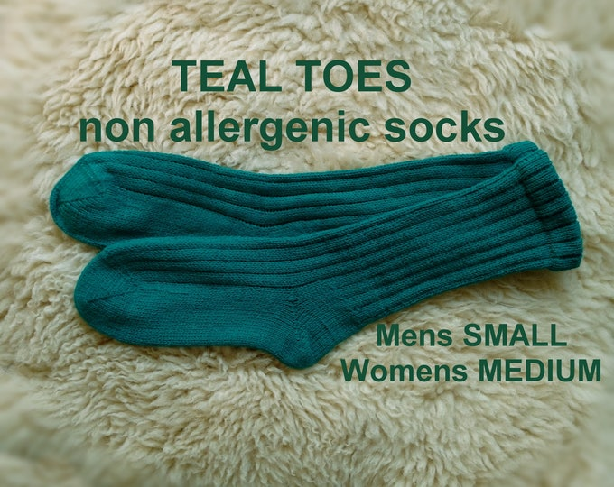 TEAL TOES Socks --- washable acrylic nonallergenic -- MEDIUM