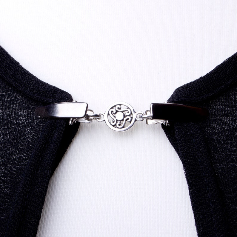 Sweater clips  Silver celtic circle chain cardigan clip  image 0