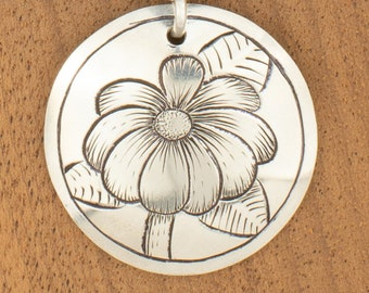 Silver Flower Necklace Pendant Necklace Mothers Day Gift From Daughter, Plant Necklace, Nature Jewelry Floral Pendant Cute Necklace