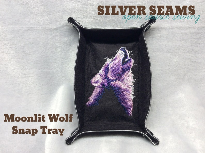Moonlit Wolf  Snap Tray image 0