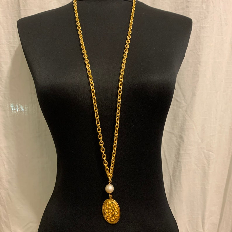 Vintage 90s Gold Tone S Collection Oval Pendant with Pearls  Chain Necklace