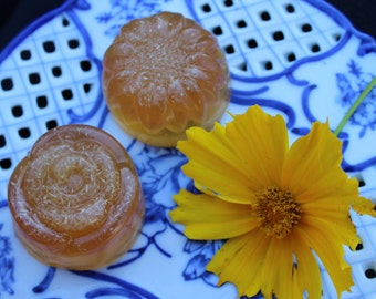 ISLAND GROVES - Guest Size - Scrubby Tangerine, Guava, Red Mandarin and Tea Tree Soap with Loofa Scrubbies Infused with