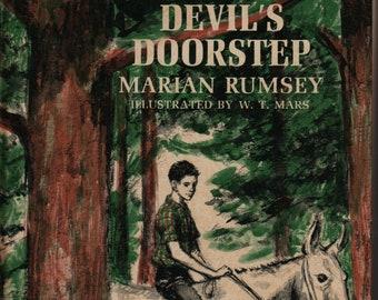 Devil's Doorstep * Marian Rumsey * W. T. Mars * Weekly Reader * 1966 * Vintage Kids Book