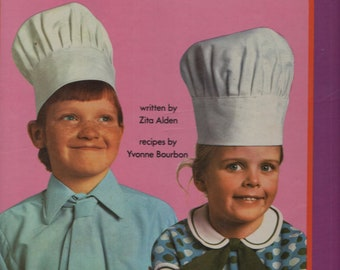 The Children's Cookery Book * Zita Aiden * Yvonne Bourbon * World Distributors Limited * 1973 * Vintage Cook Book