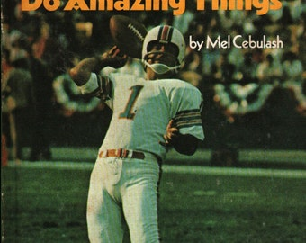 Football Players Do Amazing Things * Mel Cebulash * 1975 * Vintage Kids Book