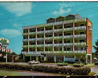 Holiday Towers Motel * Norfolk, Virginia * Vintage Souvenir Postcard