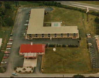 Days Inn Motel * Sellersburg, Indiana * Vintage Souvenir Postcard