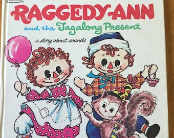Raggedy Ann and the Tagalong Present: A Story About Sounds * Golden Tell-A-Tale Book * Marjory Schwalje * Becky Krehbiel (1971) Vintage Kids