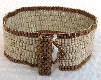 Simply elegant peyote cuff (2051)