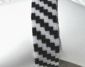Black and White Bracelet (1084)