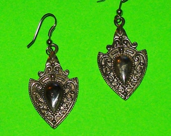 Vintage 1960s Silver Filigree Crest Drop Dangle Earrings