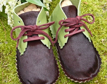 "Green and Maroon Leather ""Apple & Pony"" lace-up baby booties"